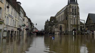 Les rues de Nemours inondées après la crue du Loing, le 2 juin 2016.