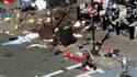 Traces de sang sur un trottoir de l'avenue où ont explosé deux bombes à l'arrivée du marathon de Boston, aux Etats-Unis.