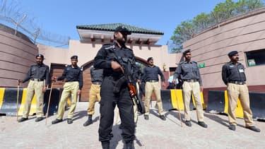 Pervez Musharraf a été arrêté à son domicile et présenté à la justice.