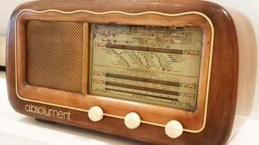 La start-up a.bsolument offre une seconde vie aux postes radios TSF grâce à un relooking technologique.
