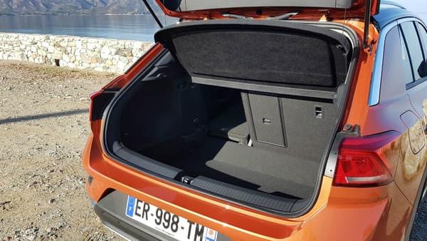 Le coffre offre des capacités variables jusqu'à 445 litres ici sur une version sans la transmission intégrale.