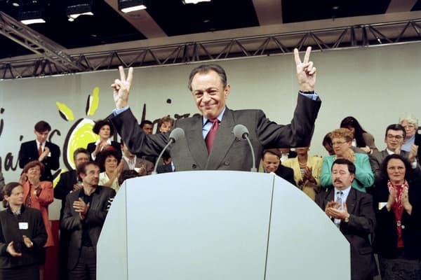 En défense. Malgré les intentions de vote qui stagnent, Michel Rocard relève son défi jusqu'au bout. Ici l'ex-Premier ministre en campagne à Paris, le 17 avril 1994.