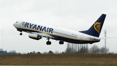 Selon une source judiciaire, le parquet d'Aix-en-Provence a ouvert une information judiciaire visant la compagnie aérienne Ryanair pour travail dissimulé et prêt illicite de main d'oeuvre. /Photo d'archives/REUTERS/Yves Herman