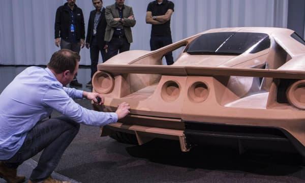 Les ingénieurs ont travaillé d'arrache pied pour livrer le modèle final de la Ford GT dans les temps.