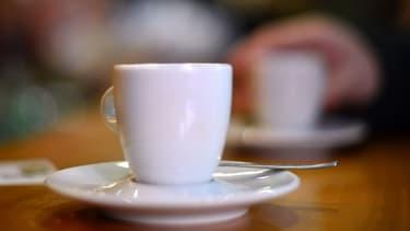"""Le service à table """"s'est calmé"""" avec une hausse du prix du café de 0,87%."""