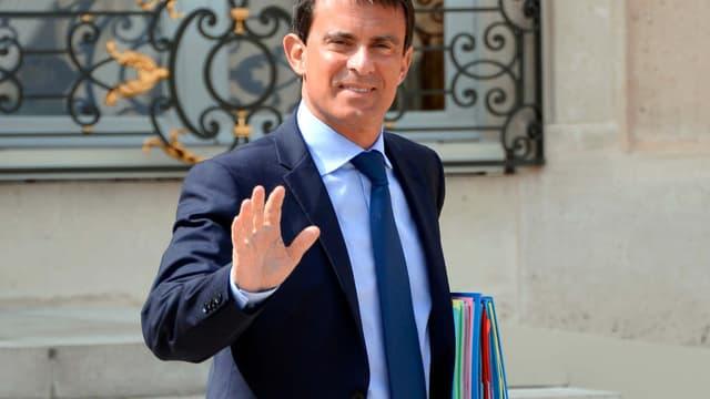 """L'entourage de Manuel Valls estime qu'Arnaud Montebourg a dépassé une """"ligne jaune"""" en critiquant l'action économique du gouvernement."""