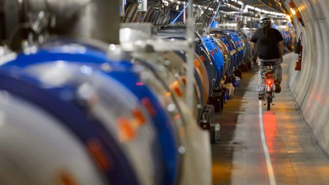Le LHC fait 27 kilomètres de long. Son alter-ego chinois fera le double, voir le quadruple.