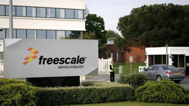 Environ 500 salariés de l'usine de semi-conducteurs Freescale de Toulouse, dont la production s'est arrêtée début août, ont décidé de contester leurs licenciements devant les prud'hommes, a annoncé la CGT du site. /Photo d'archives/REUTERS/Jean-Philippe A
