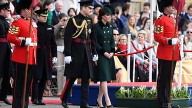 Le duc et la duchesse de Cambridge avec les gardes irlandais à Londres, le 17 mars.