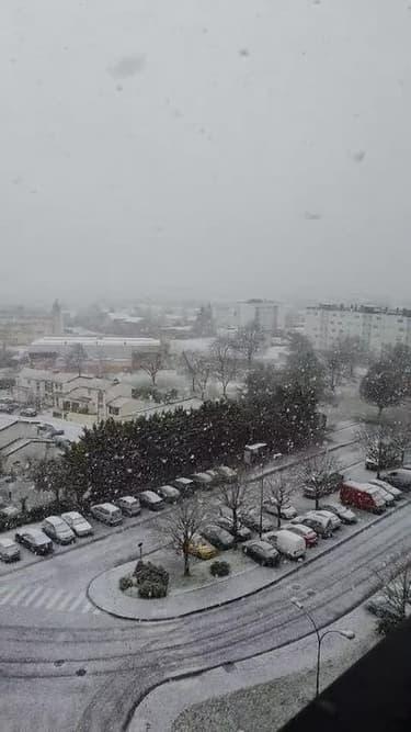 Chutes de neige à Châlons-en-Champagne - Témoins BFMTV
