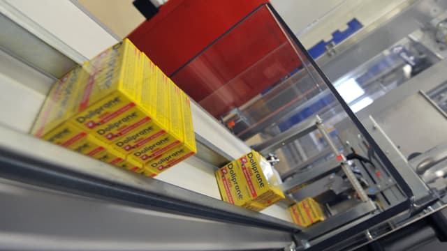 Chaîne d'emballage de Doliprane de l'usine Sanofi de Lisieux
