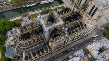 La cathédrale Notre-Dame de Paris vue du ciel, prise par un drone russe