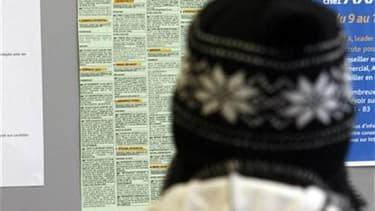 Le nombre de déclarations d'embauche hors intérim a baissé de 0,7% en France au deuxième trimestre, soit le premier recul constaté depuis début 2009, selon le baromètre de l'Agence centrale des organismes de sécurité sociale. /Photo d'archives/REUTERS/Eri