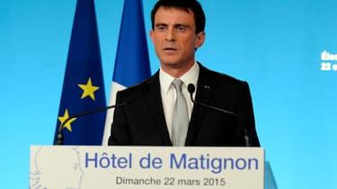 Manuel Valls à Matignon dimanche soir.