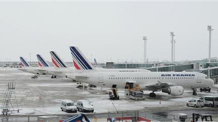 Le tarmac de l'aéroport Roissy-Charles de Gaulle. Un rapport parlementaire français préconise que les aéroports européens surdimensionnent leurs capacités d'accueil des passagers et de dégivrage des avions pour faire face à des phénomènes climatiques comm
