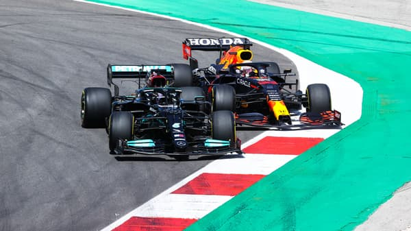 Lewis Hamilton et Max Verstappen au coude à coude