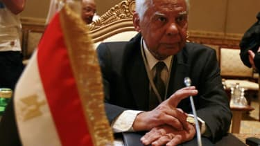 Hazem el Beblaoui, nommé la veille Premier ministre égyptien par intérim, a dit vouloir s'atteler dès mercredi à la formation du gouvernement en consultant d'abord Mohamed ElBaradeï et Ziad Bahaa Eldin, chefs de file du courant libéral. /Photo prise le 7