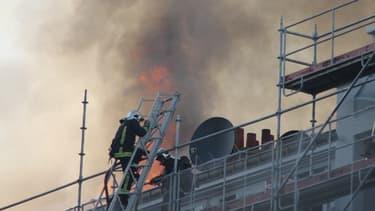 Une photo de l'intervention des pompiers prise par un témoin BFMTV.