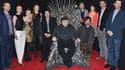 """George R. R. Martin, entouré d'une partie des acteurs de """"Game of Thrones""""."""