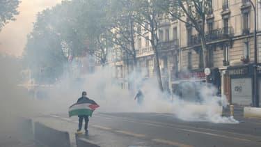 Un manifestant pro-palestinien à Paris, le 15 mai 2021