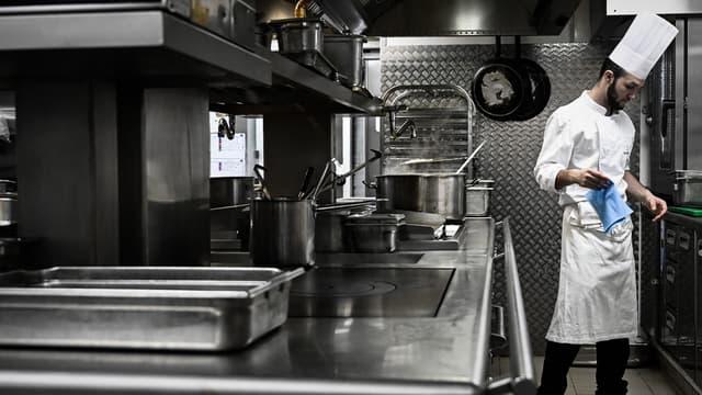 Un gérant majoritaire dans une entreprise de restauration a l'obligation de déclarer les repas pris sur place.
