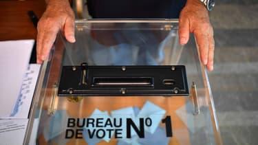 Les votes blancs et nuls ne sont pas comptabilisés dans les suffrages exprimés.