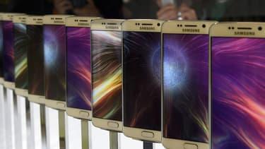 """Pour JK Shin, patron de la division mobile de Samsung Electronics, l'accueil des Galaxy S6 est """"énorme""""."""