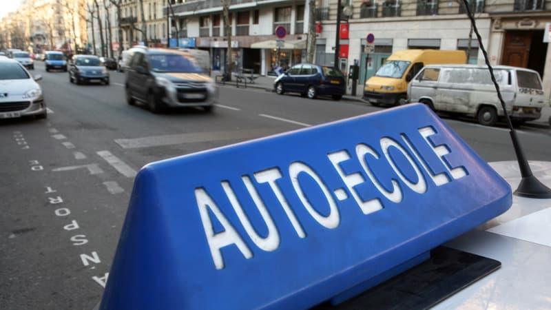 Orléans: la gérante d'auto-école qui refusait le port du voile relaxée en appel