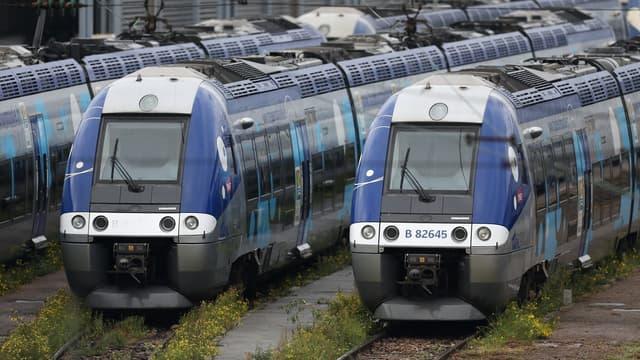 La direction et les syndicats de cheminots ont négocié toute la journée de vendredi 27 mai, sans aboutir, alors que les quatre syndicats représentatifs de la SNCF (CGT, SUD Rail, Unsa et CFDT) ont déposé des préavis de grève reconductibles à partir de mardi soir, 31 mai 2016.