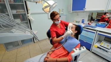 Les actes de prothèses représentent plus de la moitié des revenus des chirurgiens-dentistes