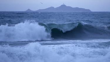 Des vagues près des îles sanguinaires, près d'Ajaccio, le 11 décembre 2017.