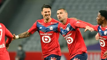 L'attaquant turc de Lille Burak Yilmaz (c) buteur contre Nice, le 1er mai 2021 à Villeneuve-d'Ascq