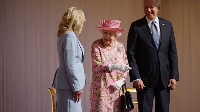 La reine Elizabeth II a reçu dimanche le président américain Joe Biden au château de Windsor, à l'Ouest de Londres