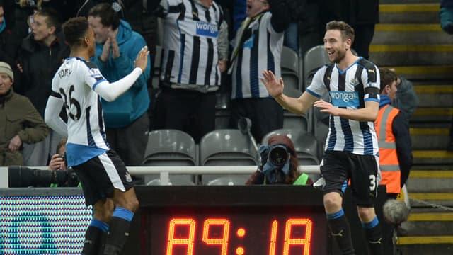Ivan Toney (à gauche) sous le maillot de Newcastle.