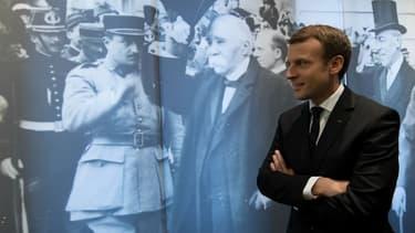 Emmanuel Macron devant un portrait de Georges Clemenceau lors des commémorations du 11-Novembre.