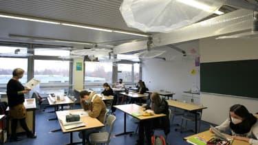 Un système de ventilation installé dans une salle de classe au lycée IGS de Mayence, dans l'ouest de l'Allemagne, pour lutter contre le Covid-19, le 12 novembre 2020