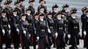 Le rapport parlementaire remet également en cause la pertinence du lien entre Polytechnique et la Défense.