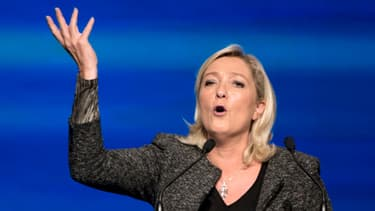 Marine Le Pen donne un discours lors de l'université d'été du FN, le 15 septembre.