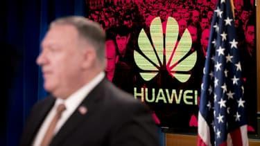 """Avec des maisons-mères basées en Chine, des applications comme TikTok, WeChat et autres sont des menaces substantielles pour les données personnelles des citoyens américains, sans parler d'outils pour la censure"""" du Parti communiste chinois a déclaré le secrétaire d'Etat américain, Mike Pompeo."""