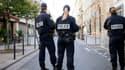Trois policiers devant la synagogue Nazareth, rue de la Roquette à Paris.
