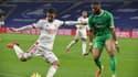 Houssem Aouar face à Harold Moukoudi lors du derby OL-ASSE en 2020