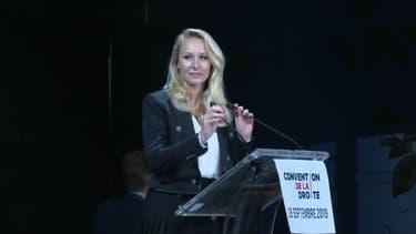 """Marion Maréchal lors de sa """"convention de la droite""""."""