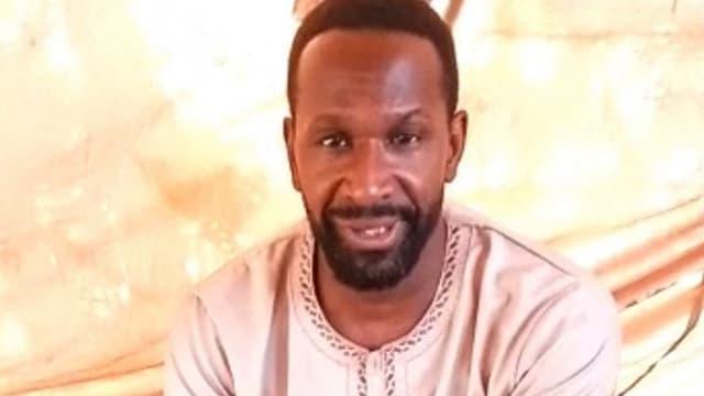 Capture d'écran tirée de la vidéo dans laquelle Olivier Dubois dit avoir été enlevé par le GISM au Mali.