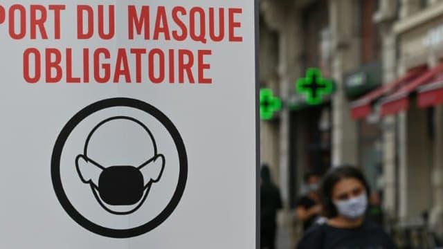 Un panneau stipulant le port obligatoire du masque, le 3 août 2020 à Lille