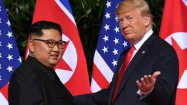 Le dirigeant nord-coréen Kim Jong Un et le président des Etats-Unis Donald Trump, le 12 juin 2018 à Singapour