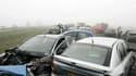 La mortalité sur les routes françaises a subi une légère hausse en juin (+0,9% par rapport à juin 2010), mois durant lequel 332 personnes ont perdu la vie, annonce la Sécurité routière. /Phoot d'archives/REUTERS
