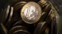 La France peine à définir une ligne claire sur les moyens d'assurer ses engagements de réduction des déficits face au net ralentissement de la croissance économique, revue à 1% pour 2012. /Photo d'archives/REUTERS/Kacper Pempel