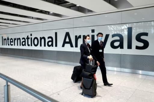 Des membres d'équipage de la British Airways arrivent à l'aéroport de Heathrow, le 8 juin 2020 à Londres