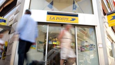 """Selon La Poste, ces nouvelles embauches doivent permettre """"un allégement de la pression sur les effetcifs"""""""