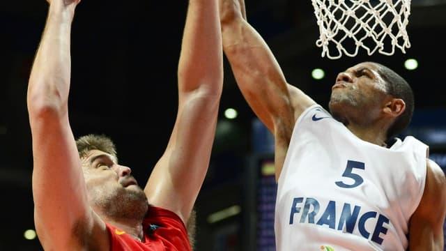Nicolas Batum face à Marc Gasol